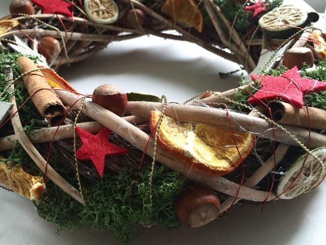 Detailsansicht vom Weihnachtskranz